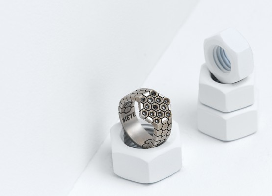 Hexagonal ring absolut design