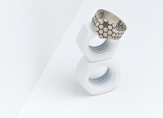 Hexagonal ring lonely design