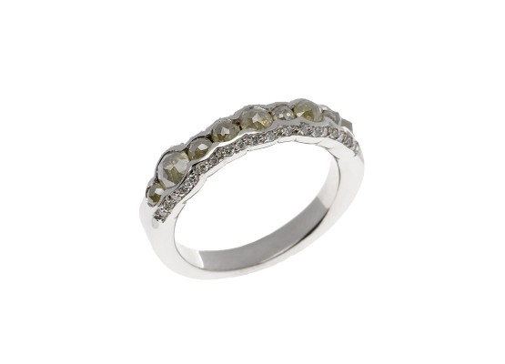White gold Ring with ice diamonds