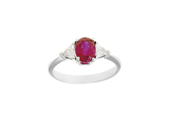 Oval-cut ruby Ring