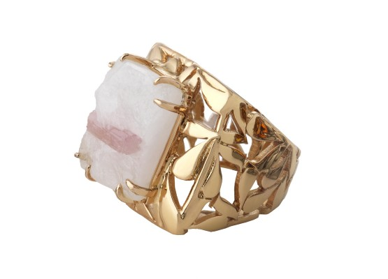Pink quartz motif ring