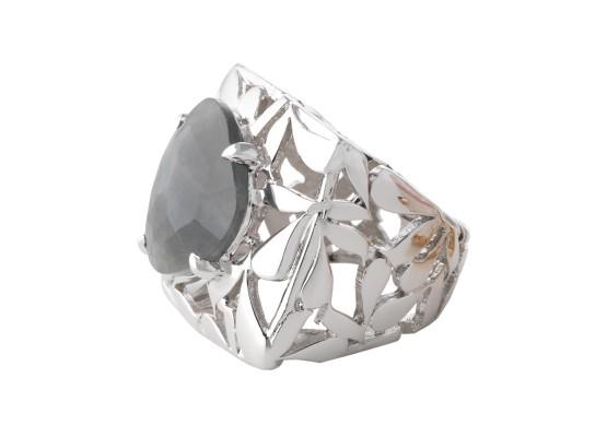 Grey sapphire motif ring